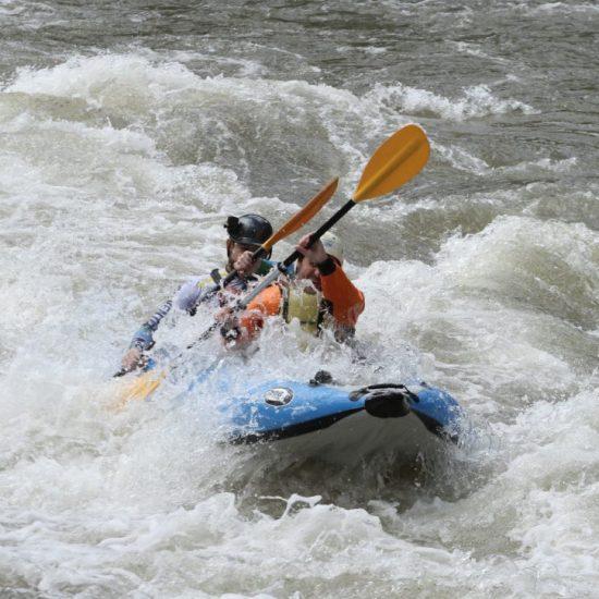 Каякинг бързи води